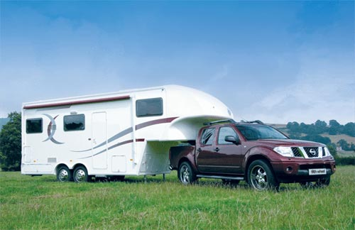 Nissan Navara Fifth-wheel-caravan-and-pick-up